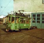 Der Dienst-Trammotorwagen Be 2/2 Nr. 2016 auf dem Vorplatz der BVB-Werkstätte an der Klybeckstrasse, 1970