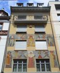 Das Haus Falknerstrasse 33 mit der fantastischen Fassadenmalerei von Otto Plattner 1886-1951 im Jahre 2016