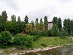Die Labor-Fabrikationsgebäude der CIBA von der Wiese aus gesehen, 2018