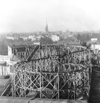 Weitnauers hölzerne Achterbahn war Jahrzehnetelang auf der Rosentalanlage. Hier ein Bild vom Margarethenberg (heute Innere Margarethenstrasse) vom Anfangs des Jahrhunderts