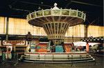 Die Herbstmesse mit dem Kettenflieger in der grossen Halle 6, 1984