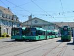 4 Gelenkbusse (Nr.784,764) und der Trammotorwagen Be 4/6 Nr.668 vor dem Depot Dreispitz im April 2017