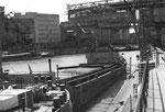 Blick ins Hafenbecken 1 auf die Krananlagen der NEPTUN und RHENUS, 1974