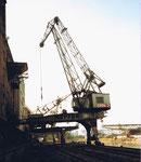 Das Hafenbecken 1 mit dem grossen Wipp-Kran Nr.2 der SRN (vormals NEPTUN), 1986