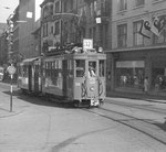 Tramzug mit Trammotorwagen Be 2/2 Nr.213 auf der Überlandlinie 12 vom Marktplatz kommend in der Falknerstrasse Richtung Barfüsserplatz, 1972 (rechts Kleider Frey)