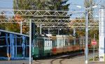 Einige Trammotorwagen der BLT vor der Wagenhalle der «Thüringer Waldbahn» in Gotha, Oktober 2018 als aktive Entwicklungshilfe!