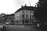 Das Möbelhaus Schneider an der Ecke Claragraben/Sperrstrasse und links daneben die Kaffeehalle St.Clara, 1978