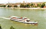 Das grosse, schöne und elegante zweistöckige BPG-Personenschiff «Rheinfelden» von der Pfalz aus aufgenommen, 1980