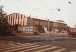 Der Abbruch der Basler Halle 8 (später Kongresshalle) im Mai 1982