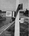 Der erste einfache Holz-Pylon an der Dreiländerecke um 1950