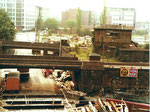 Die alte Erlenstrasse mit Blick gegen die Mauerstrasse mit der Eisenbahn-Unterführung und dem DB-Areal. 1978