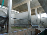 Innenaufnahme der Architektur des ehemaligen Nashorn- und Elefantenhauses (rechts waren die Nashörner und links die Elefanten) 2014