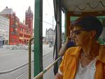 Hundert Jahre Tram nach St.Jakob. Im Sommerwagen C2 Nr. 1077 (277) auf der Linie 22 an der Haltestelle Marktplatz; im Hintergrund das Rathaus