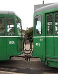 Die Wagenkupplung des Motorwagens Be 4/4 Nr.461 und des Anhängewagens Nr.1464 an der Haltestelle Bruderholz, 2015