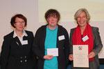 von links: Ministerialrätin Renate Acht, Lehrerin Karin Oberröhrmann, Schulleiterin Ursula Husemann