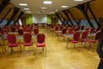 Großer Konferenzraum unter dem Dach, früher Turnsaal (Raum für den optionalen Frühgottesdienst)
