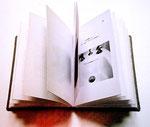 chaque page présente un mot illustré par une photo ou un dessin