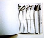 une photo de livres sur la tranche, une phrase silencieuse