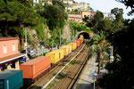 Containerzug in Zoagli, Trenitalia