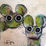 2 souris vertes 8''x8'' on kraft paper