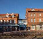 Borkum - Casino am Bahnhof der Kleinbahn in der Fußgängerzone