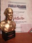 """La prestigiosa statuetta del Premio Internazionale d'Arte """"Pablo Picasso"""""""