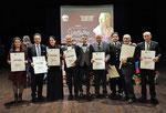 """19 dicembre 2018 - Lecce ( Italia ), Antico Monumentale Teatro Apollo. Premio Internazionale d'Arte """"Pablo Picasso"""". Foto ricordo con tutti i Componenti del Comitato Scientifico d'Onore.  ( ItalPhoto Mesagne )"""