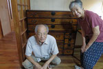 名古屋市より修理依頼の時代箪笥を納品してきました。