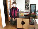 可児市より修理依頼の飾り棚を納品してきました。