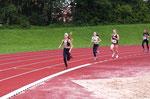 Amelie erreicht auf der 800m-Strecke den 1. Platz ! :)
