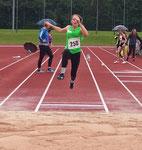 Paula springt mit 4,14m auf Platz 2 :)