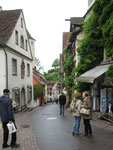 Freitag: Steiler Weg vom Alten Schloss in Meersburg zur Einkaufsstraße.