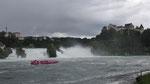 Sonntag: Mit einem Boot ist es auch möglich bis zum Wasserfall zu fahren.