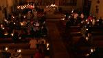 Auferstehungsfeier am Ostersonntag  um 5:00 Früh, Gemeinde mit Osterkerzen