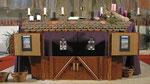 Zweiter Adventsonntag, die zweite Laterne hängt im zweiten Stallfenster
