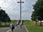 Sonntag: Papst-Kreuz in Dublin zur Erinneung an den Besuch von Papst Johannes Paul II 1979.