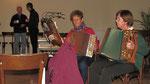 Erster Adventsamstag, Edith Putz und Chrisl Meixner auf der Ziehharmonika