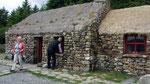 Dienstag: Dan's restaurierte Hütte, die mit Torffeuer geheizt wird.