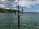 "Freitag: Kreuzigungsgruppe ""Christus am Kreuz"" vor der Insel Mainau."