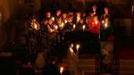 Auferstehungsfeier am Ostersonntag  um 5:00 Früh, Kirchenchor mit Osterkerzen
