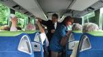 Sonntag: Gute Stimmung im Bus bei der Rückfahrt von den Rheinfällen zum Hotel.