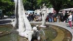 Samstag:  Quermania Brunnen auf dem Hauptplatz von Überlingen.