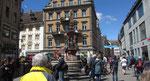 Freitag: Der Kaiserbrunnen auf der Marktstätte in Konstanz.