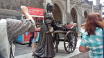 Sonntag: Statue der Fischändlerin Molly Malone, Ikone der Stadt Dublin.