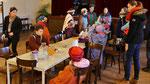 Dritter Tag: Sternsinger Messe, 16 Kinder und Begleiter, 4 Gruppen.