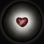 Herzschmerz, Der Kummer der nicht spricht, nagt leise an dem Herzen, bis es bricht. – W. Shakespeare