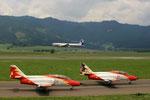 2xPatrulla Aguila (Casa C-101); Mitte: DC-6; Hinten: BO-105