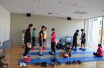 多目的スペースでバランストレーニングや体幹トレーニング