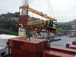 Unser Schiff hat auch Platz für Container mit speziellem Inhalt