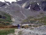 Margrit wandert von Ushuaia zum Martial Gletscher auf 825m, der eher ein Schneefeld ist